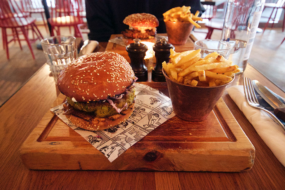 Jamie's Italian – Burger and Fries.